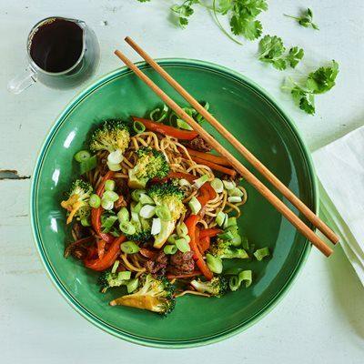 Veggie-wok-med-nudler-400